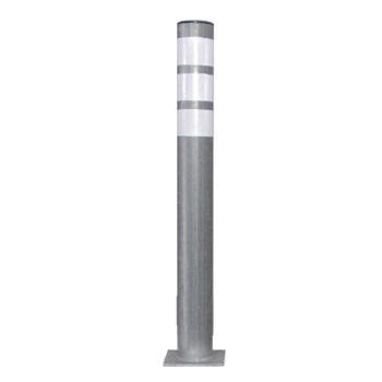 עמוד חסימה מברזל 3 מול מגלוון עם פלטה ומחזירי אור