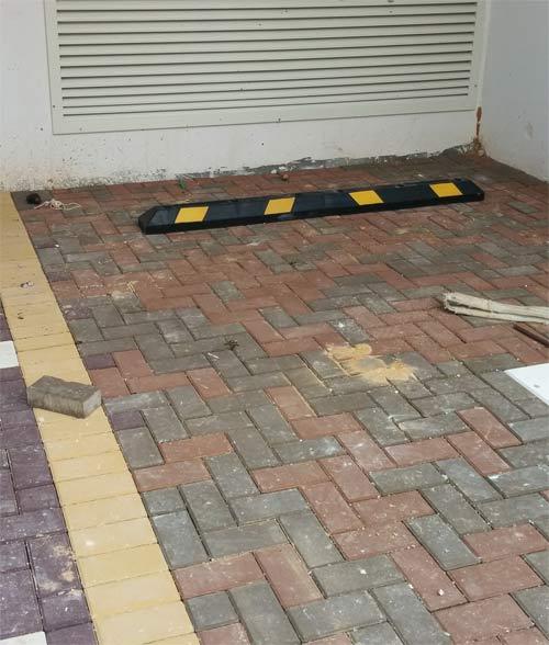 אבן בלימה מותקנת בחניה בפרוייקט באשדוד